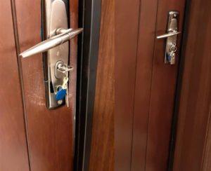 Реставрация мелких царапин на двери